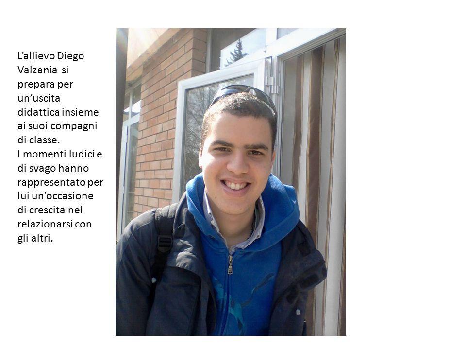 L'allievo Diego Valzania si prepara per un'uscita didattica insieme ai suoi compagni di classe.