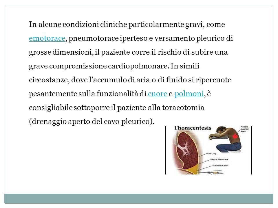 In alcune condizioni cliniche particolarmente gravi, come emotorace, pneumotorace iperteso e versamento pleurico di grosse dimensioni, il paziente corre il rischio di subire una grave compromissione cardiopolmonare.