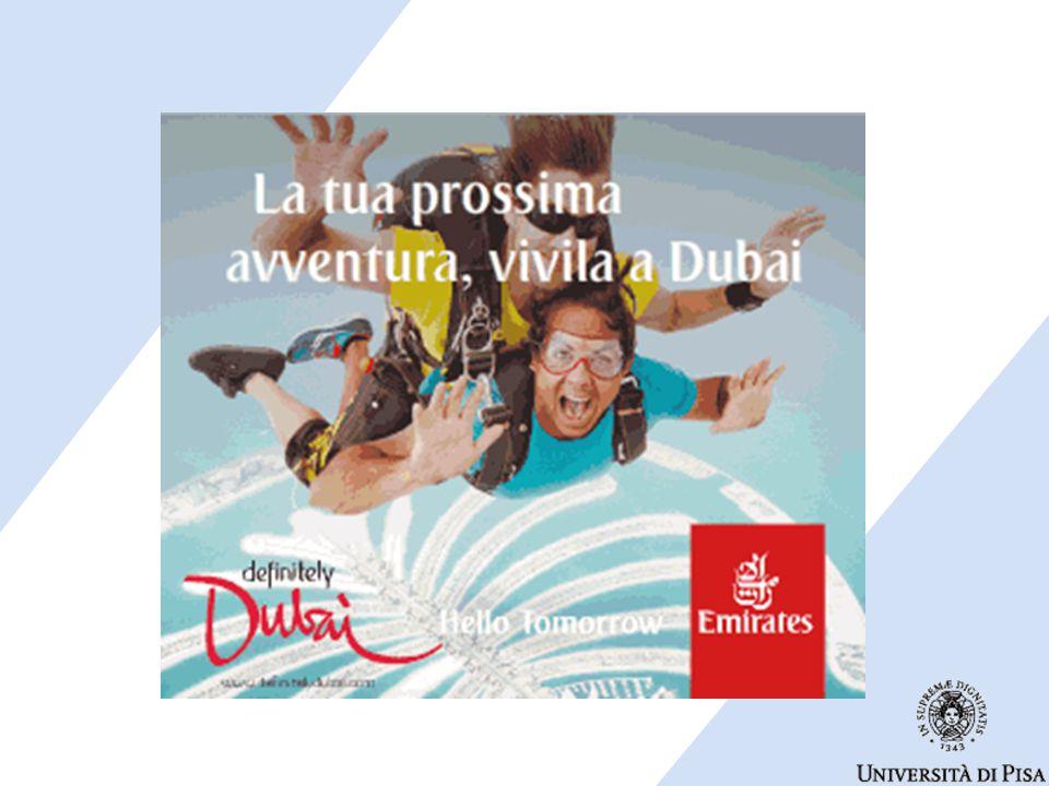 La pubblicità mostra una coppia alle prese con uno sport estremo.