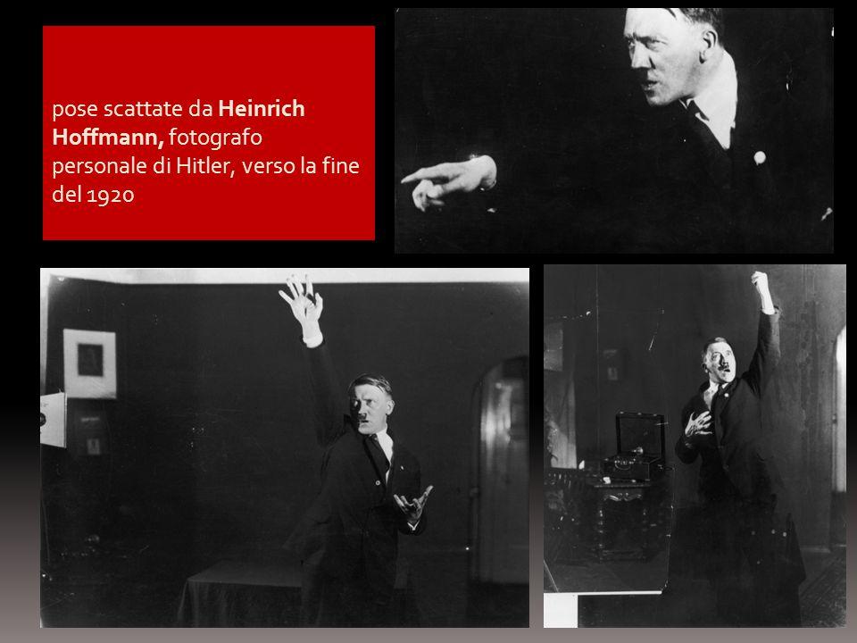pose scattate da Heinrich Hoffmann, fotografo personale di Hitler, verso la fine del 1920