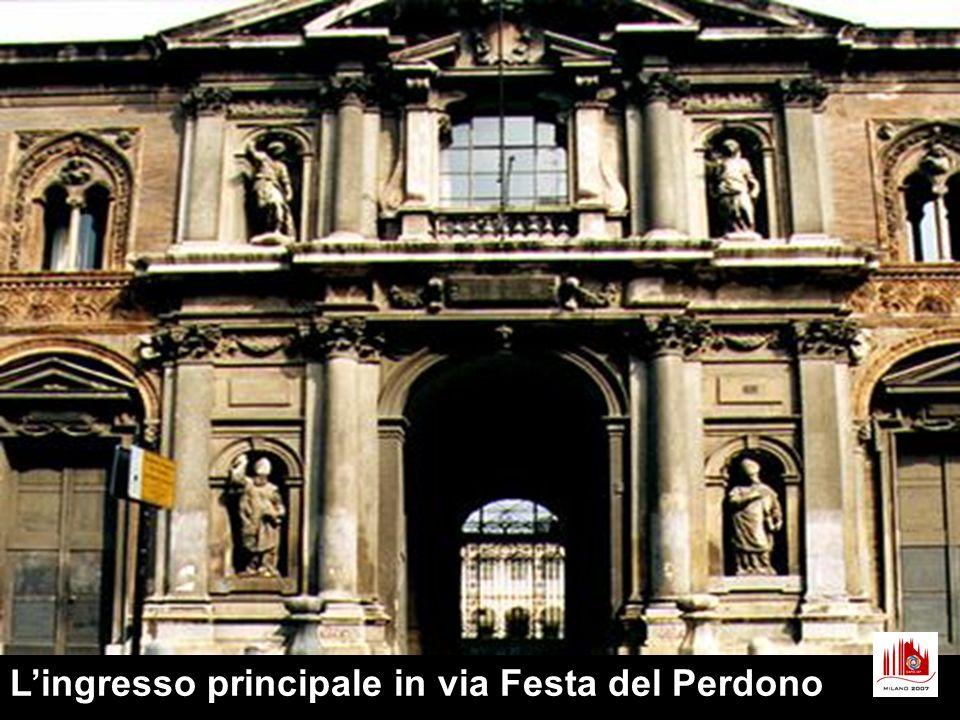 L'ingresso principale in via Festa del Perdono