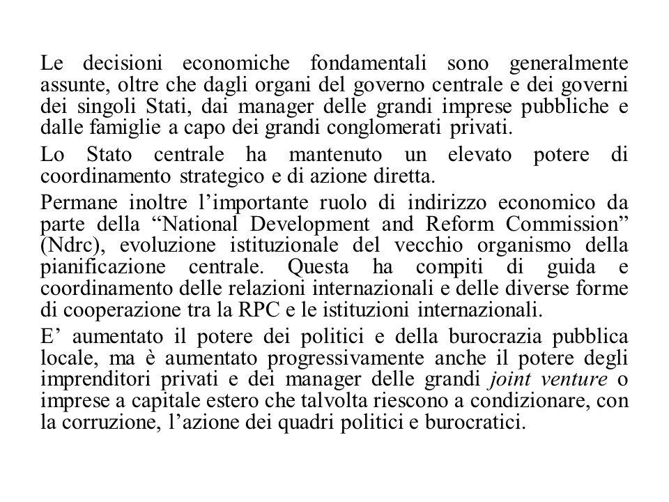 Le decisioni economiche fondamentali sono generalmente assunte, oltre che dagli organi del governo centrale e dei governi dei singoli Stati, dai manager delle grandi imprese pubbliche e dalle famiglie a capo dei grandi conglomerati privati.