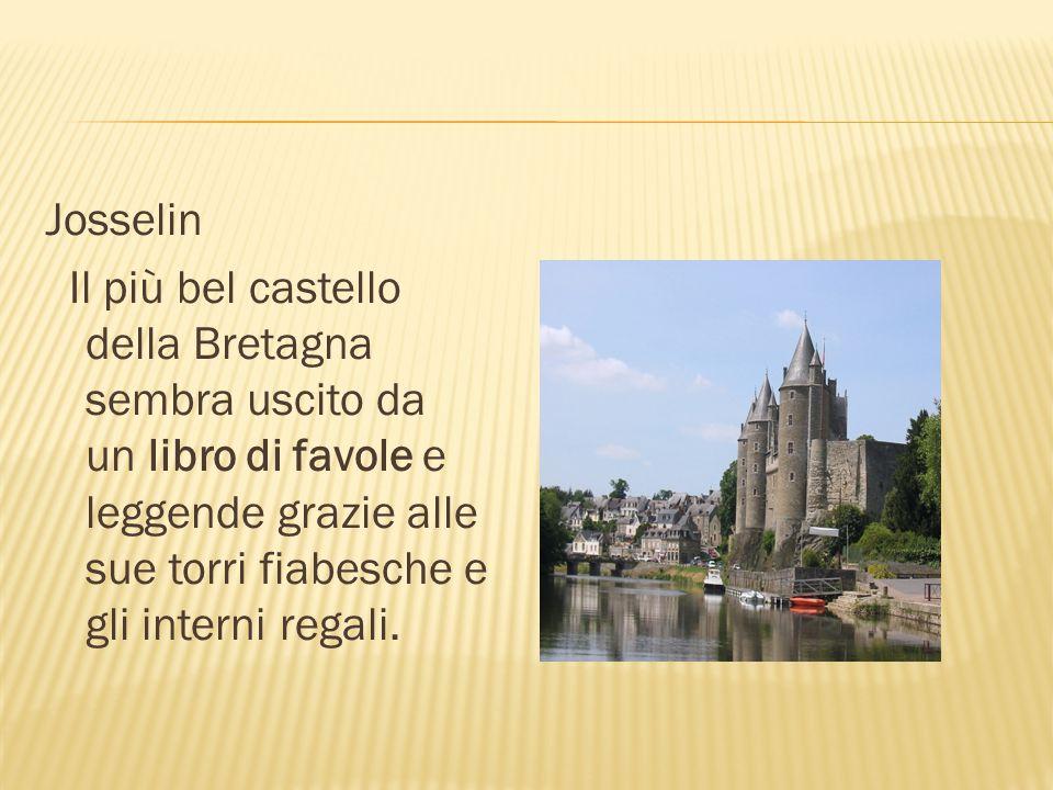 Josselin Il più bel castello della Bretagna sembra uscito da un libro di favole e leggende grazie alle sue torri fiabesche e gli interni regali.