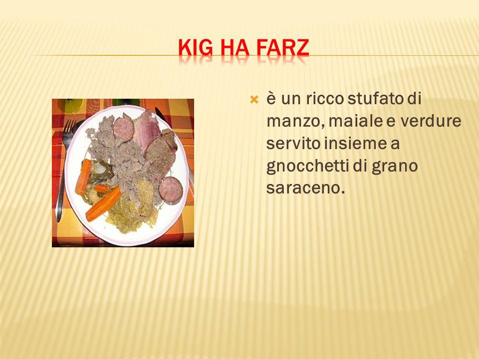 Kig ha farz è un ricco stufato di manzo, maiale e verdure servito insieme a gnocchetti di grano saraceno.