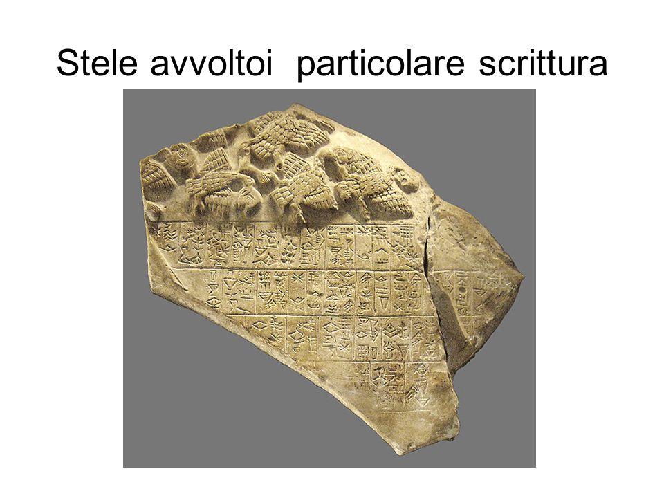 Stele avvoltoi particolare scrittura