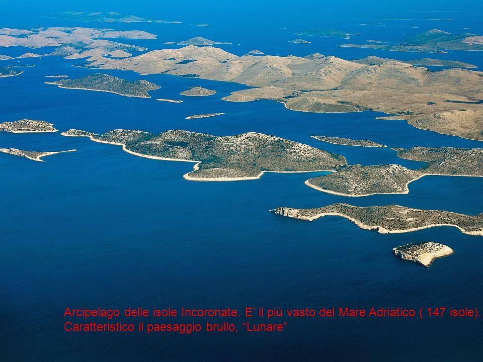 L'arcipelago delle isole incoronate e il loro paesaggio lunare