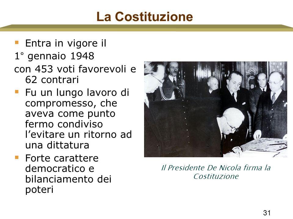 Il Presidente De Nicola firma la Costituzione