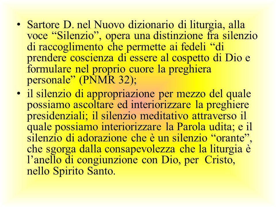 Sartore D. nel Nuovo dizionario di liturgia, alla voce Silenzio , opera una distinzione fra silenzio di raccoglimento che permette ai fedeli di prendere coscienza di essere al cospetto di Dio e formulare nel proprio cuore la preghiera personale (PNMR 32);