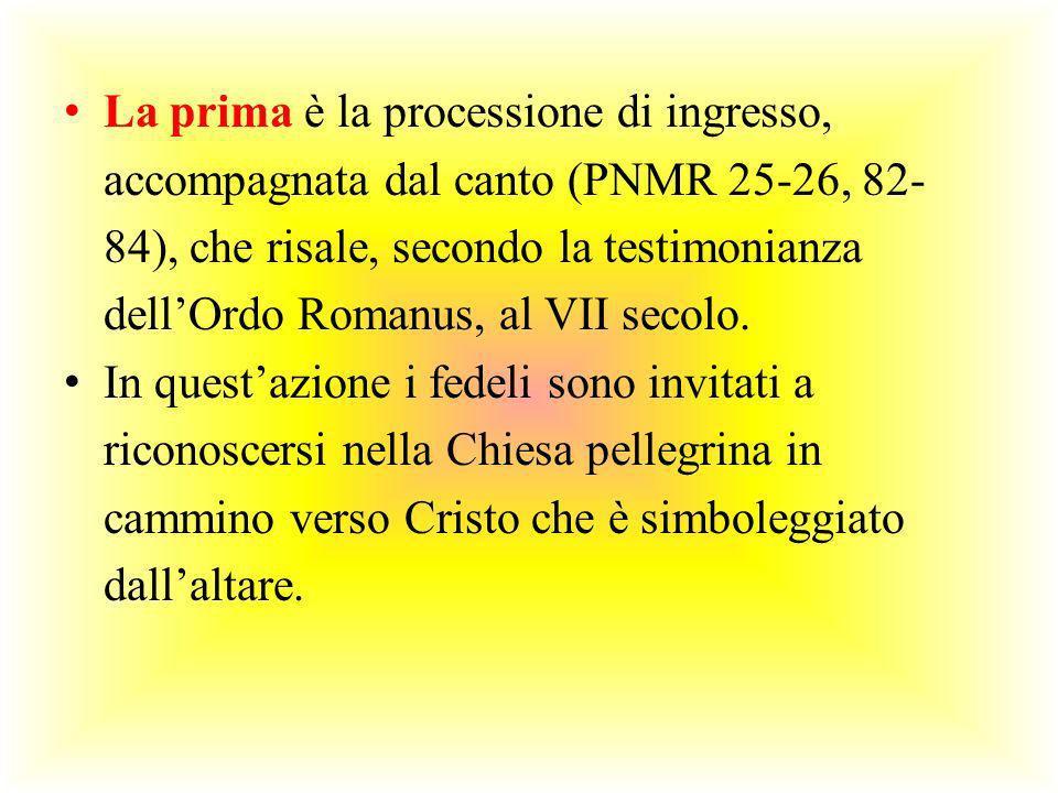 La prima è la processione di ingresso, accompagnata dal canto (PNMR 25-26, 82-84), che risale, secondo la testimonianza dell'Ordo Romanus, al VII secolo.