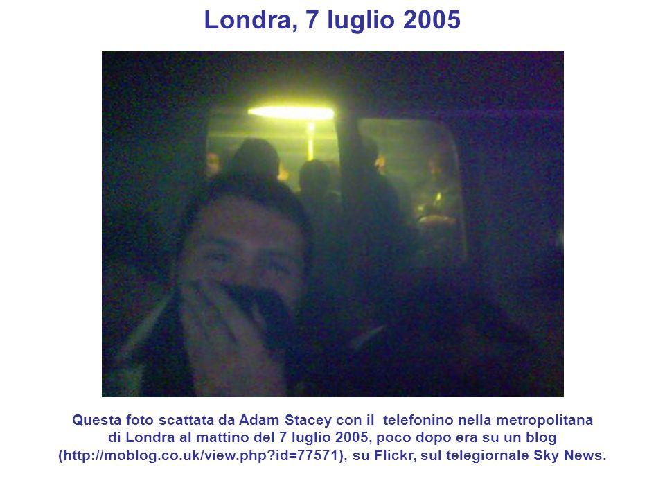 Londra, 7 luglio 2005 Questa foto scattata da Adam Stacey con il telefonino nella metropolitana.