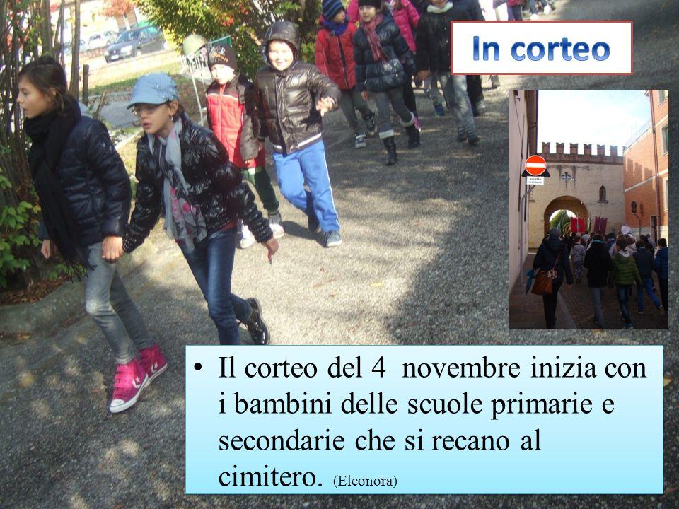 In corteo Il corteo del 4 novembre inizia con i bambini delle scuole primarie e secondarie che si recano al cimitero.