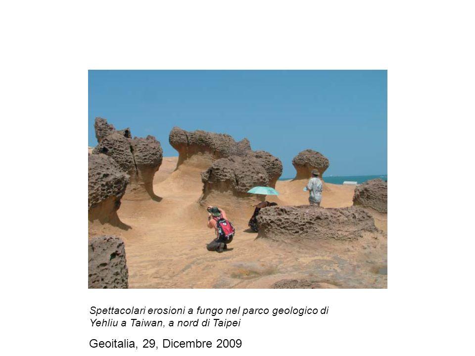 Spettacolari erosioni a fungo nel parco geologico di Yehliu a Taiwan, a nord di Taipei