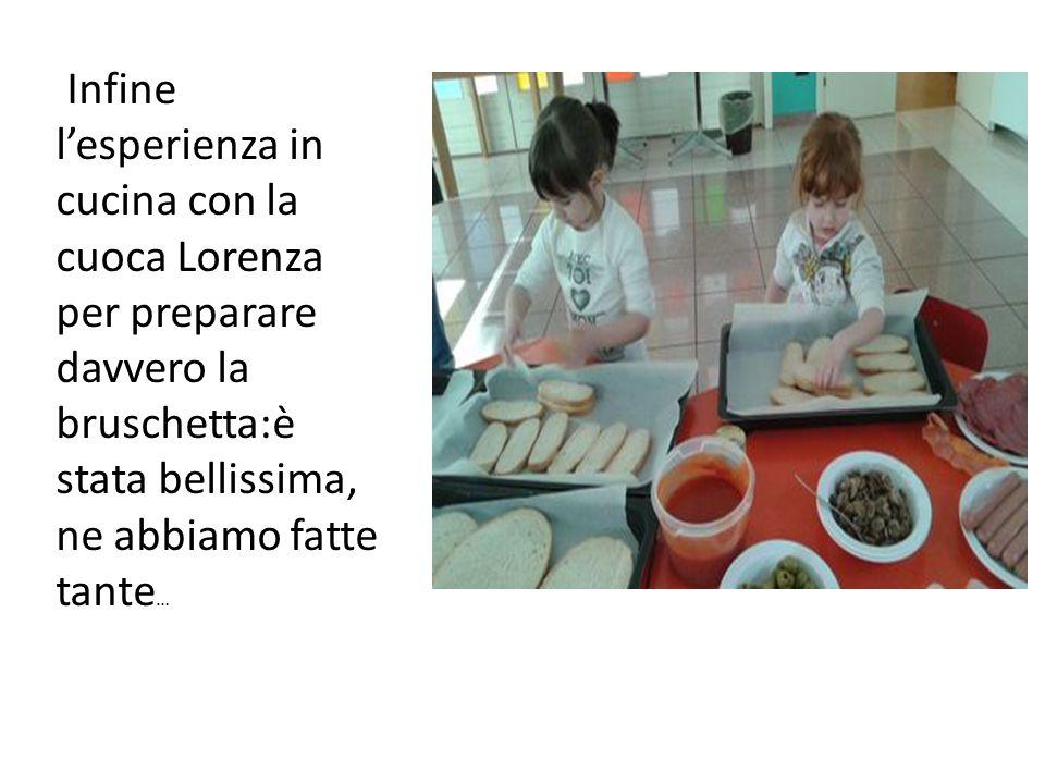 Infine l'esperienza in cucina con la cuoca Lorenza per preparare davvero la bruschetta:è stata bellissima, ne abbiamo fatte tante…