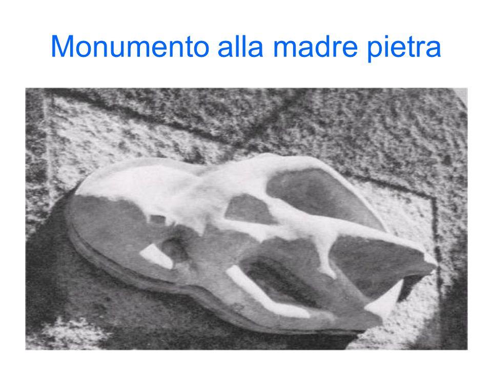 Monumento alla madre pietra
