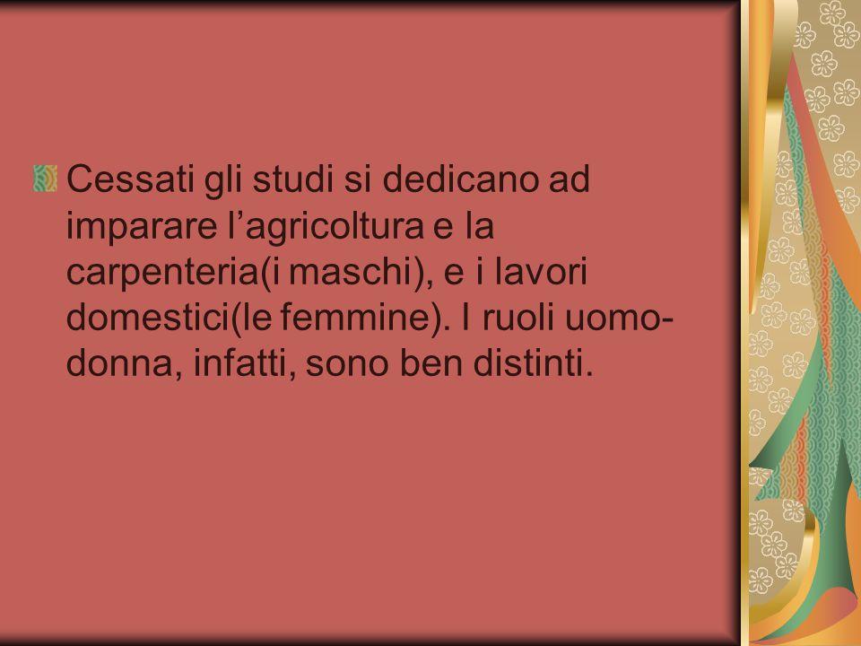 Cessati gli studi si dedicano ad imparare l'agricoltura e la carpenteria(i maschi), e i lavori domestici(le femmine).