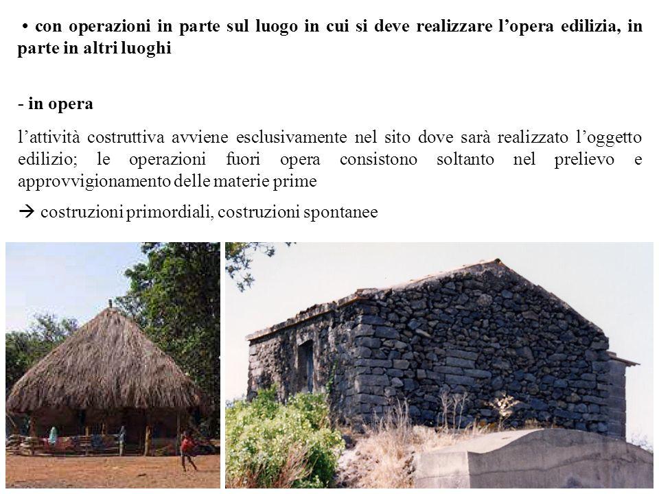 • con operazioni in parte sul luogo in cui si deve realizzare l'opera edilizia, in parte in altri luoghi