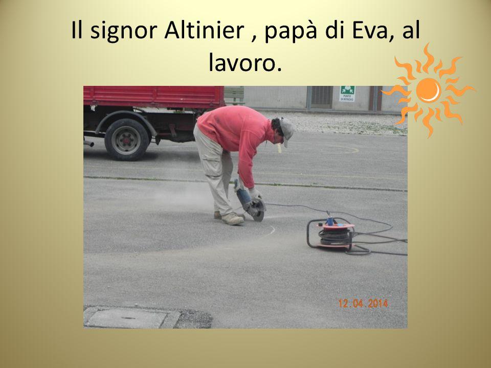 Il signor Altinier , papà di Eva, al lavoro.