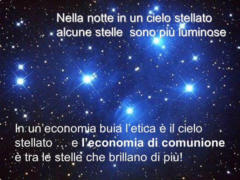 Nella notte in un cielo stellato alcune stelle sono più luminose