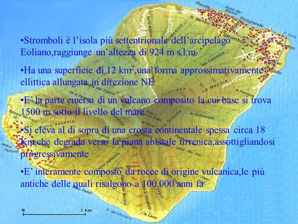 Stromboli è l'isola più settentrionale dell'arcipelago Eoliano,raggiunge un'altezza di 924 m s.l.m.