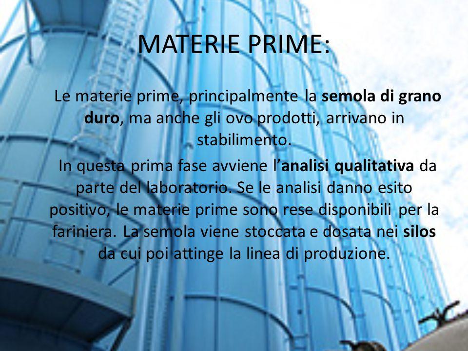 MATERIE PRIME: Le materie prime, principalmente la semola di grano duro, ma anche gli ovo prodotti, arrivano in stabilimento.