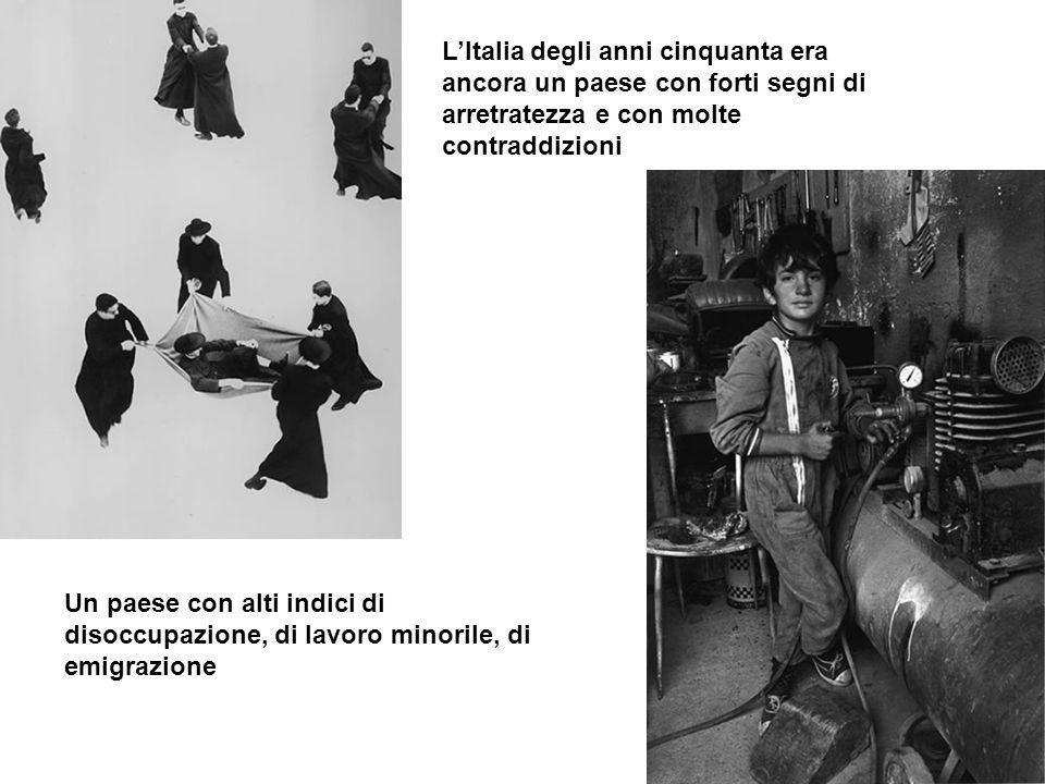 L'Italia degli anni cinquanta era ancora un paese con forti segni di arretratezza e con molte contraddizioni
