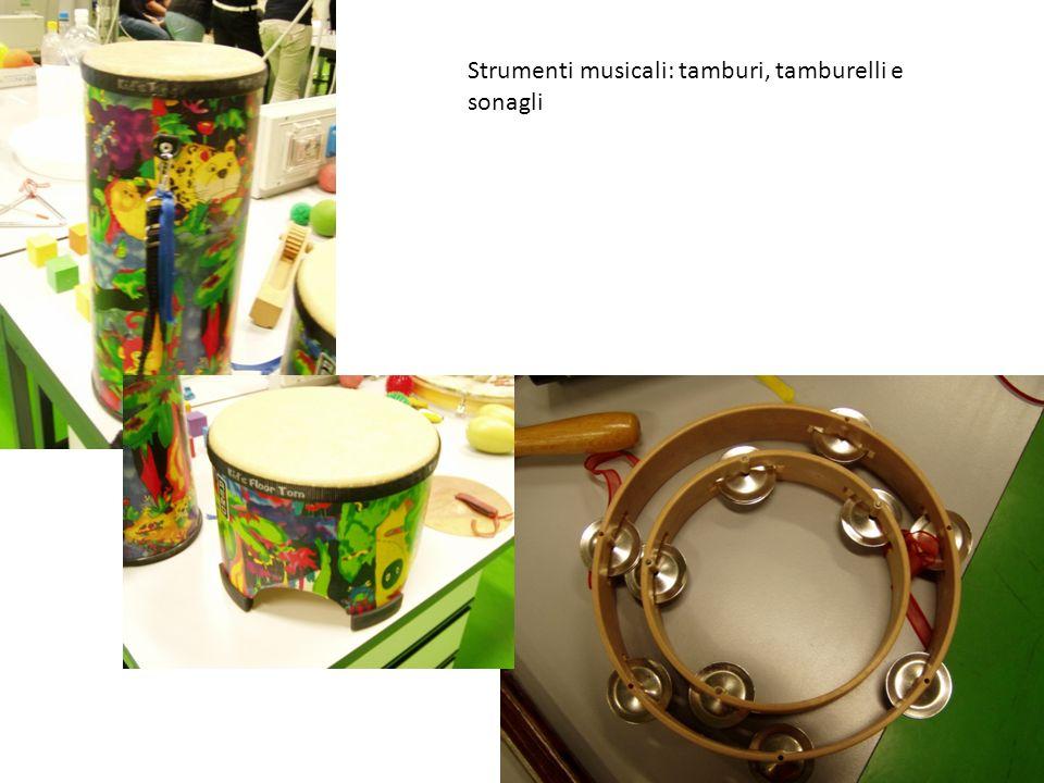 Strumenti musicali: tamburi, tamburelli e sonagli