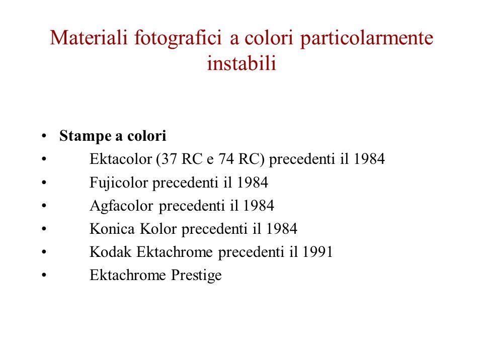 Materiali fotografici a colori particolarmente instabili