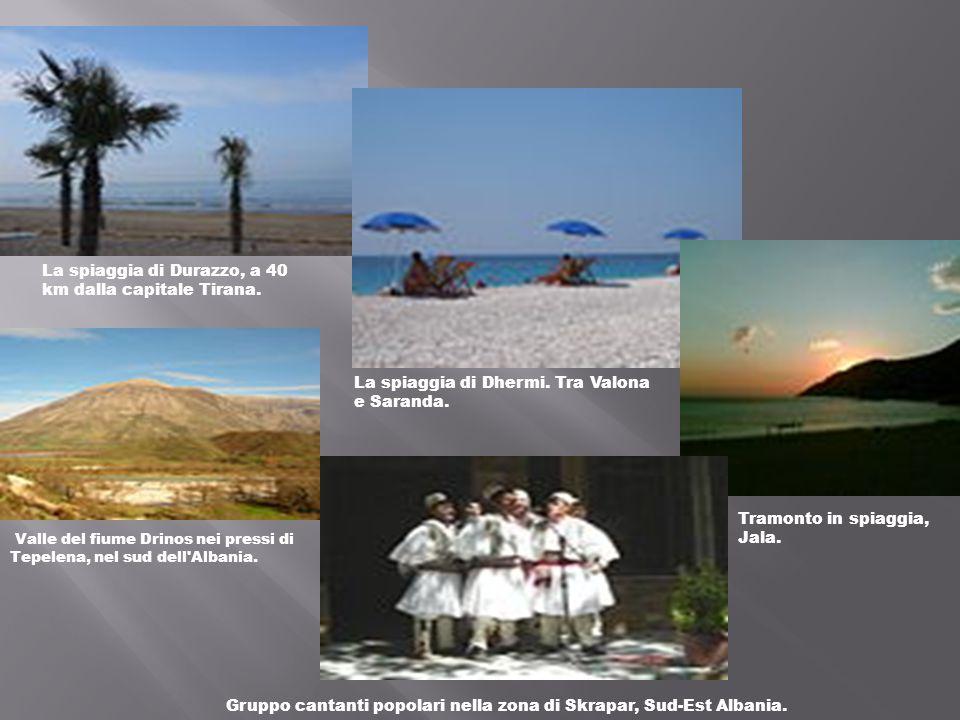 La spiaggia di Durazzo, a 40 km dalla capitale Tirana.