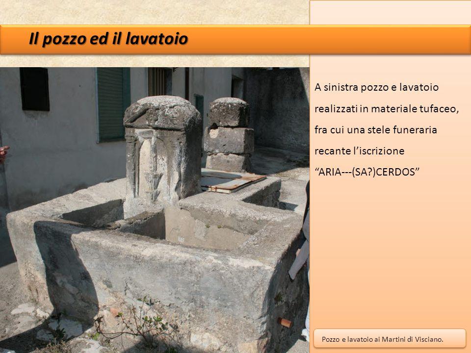Il pozzo ed il lavatoio A sinistra pozzo e lavatoio realizzati in materiale tufaceo, fra cui una stele funeraria recante l'iscrizione.