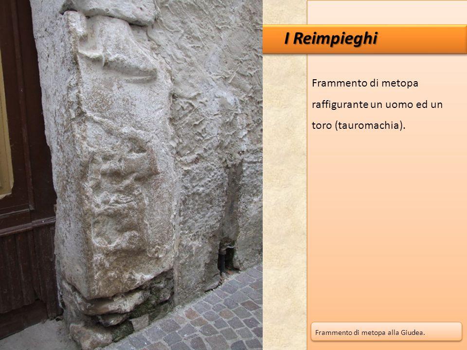 I Reimpieghi Frammento di metopa raffigurante un uomo ed un toro (tauromachia).
