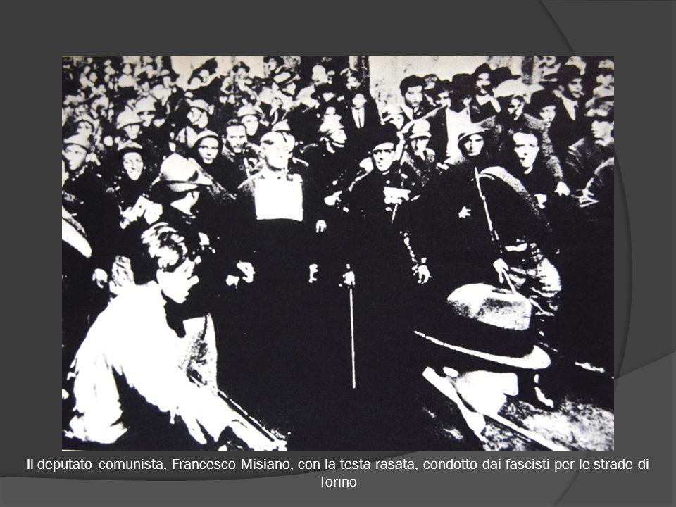 Il deputato comunista, Francesco Misiano, con la testa rasata, condotto dai fascisti per le strade di Torino