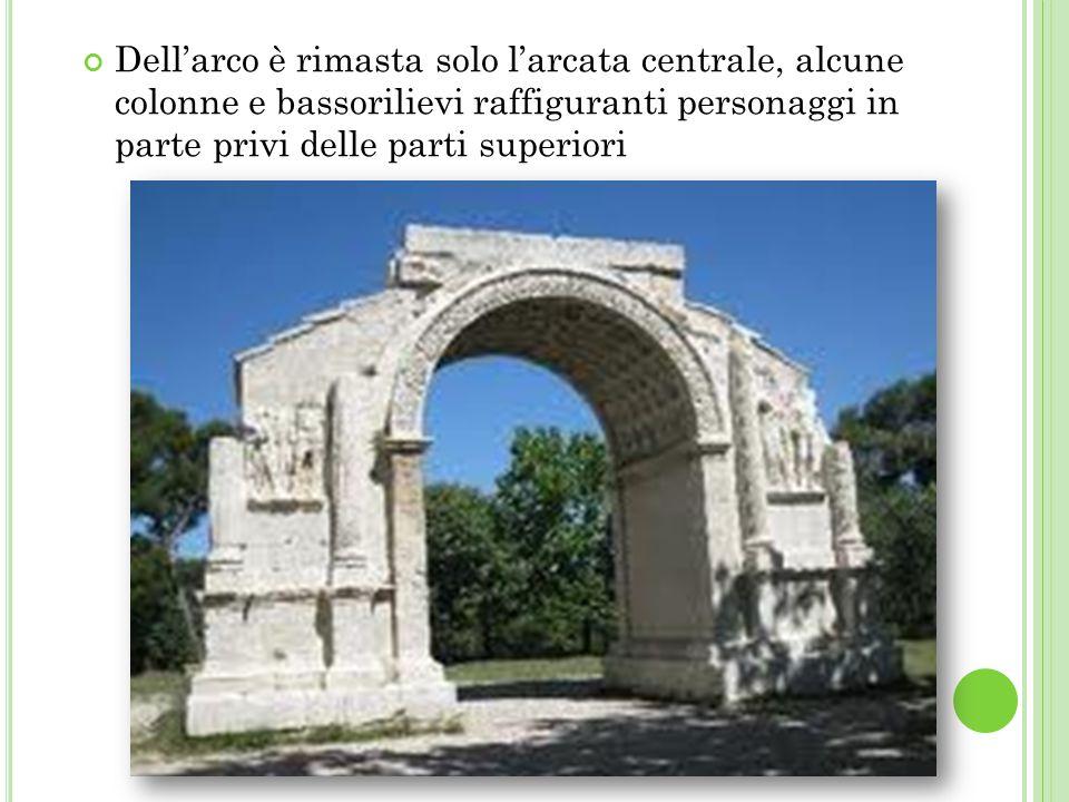 Dell'arco è rimasta solo l'arcata centrale, alcune colonne e bassorilievi raffiguranti personaggi in parte privi delle parti superiori