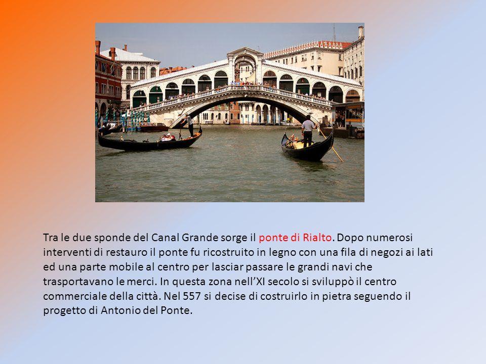 Tra le due sponde del Canal Grande sorge il ponte di Rialto