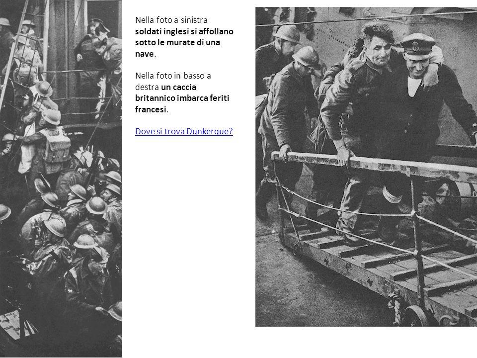 Nella foto a sinistra soldati inglesi si affollano sotto le murate di una nave.