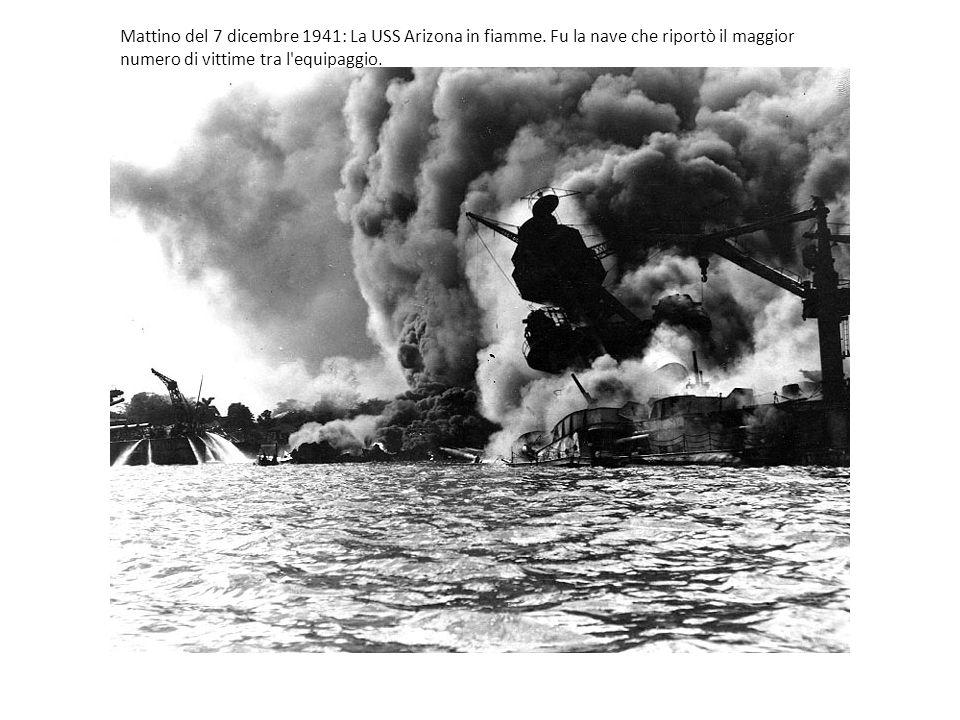 Mattino del 7 dicembre 1941: La USS Arizona in fiamme