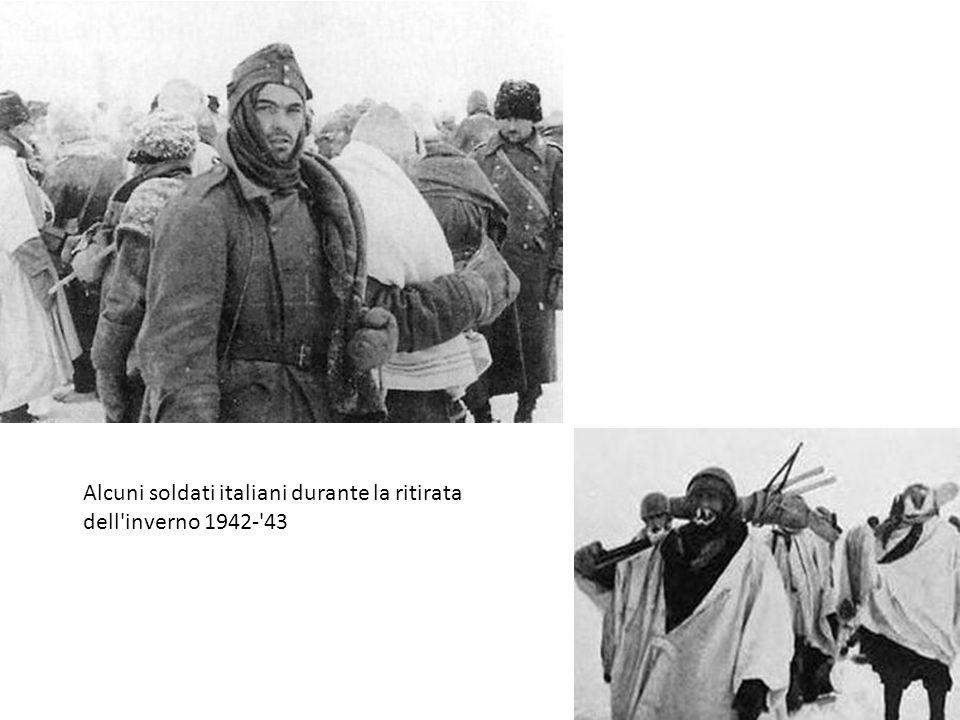 Alcuni soldati italiani durante la ritirata dell inverno 1942- 43