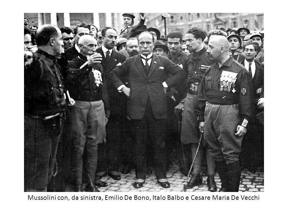 Mussolini con, da sinistra, Emilio De Bono, Italo Balbo e Cesare Maria De Vecchi