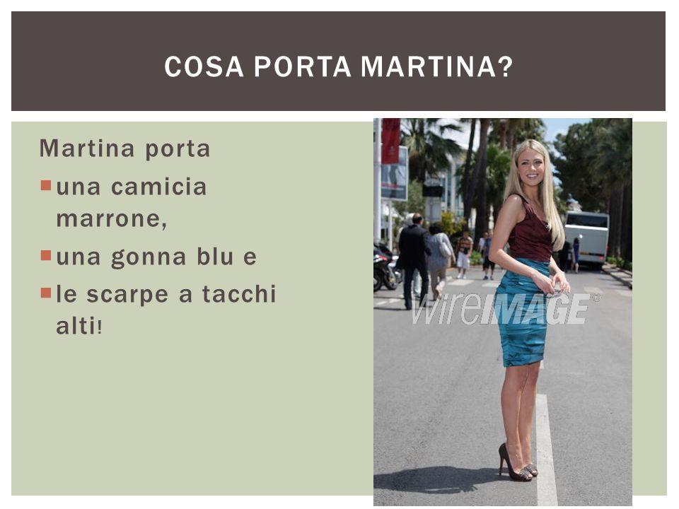 Cosa porta Martina Martina porta una camicia marrone, una gonna blu e