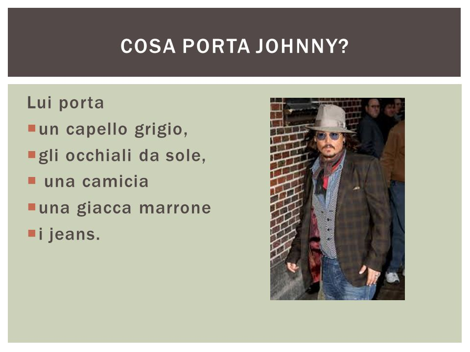 Cosa porta johnny Lui porta un capello grigio, gli occhiali da sole,
