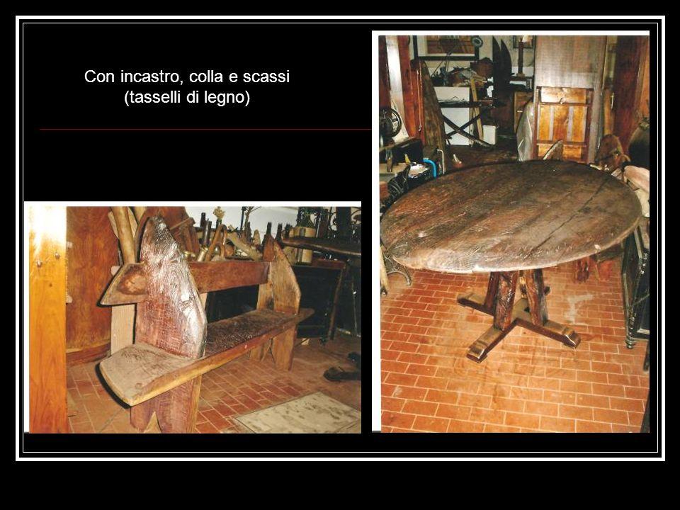 Con incastro, colla e scassi (tasselli di legno)