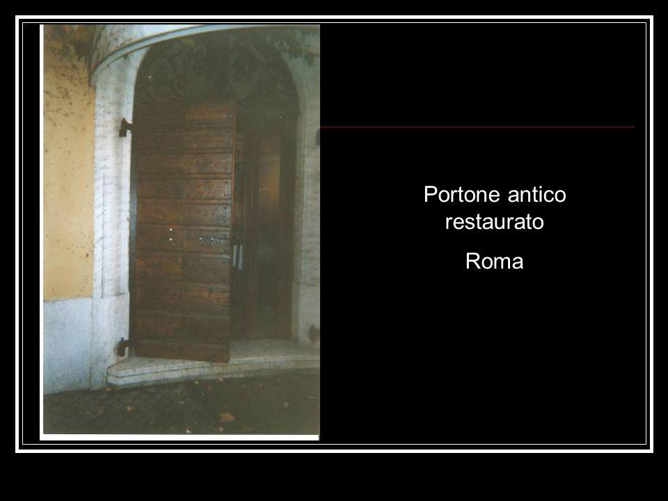 Portone antico restaurato
