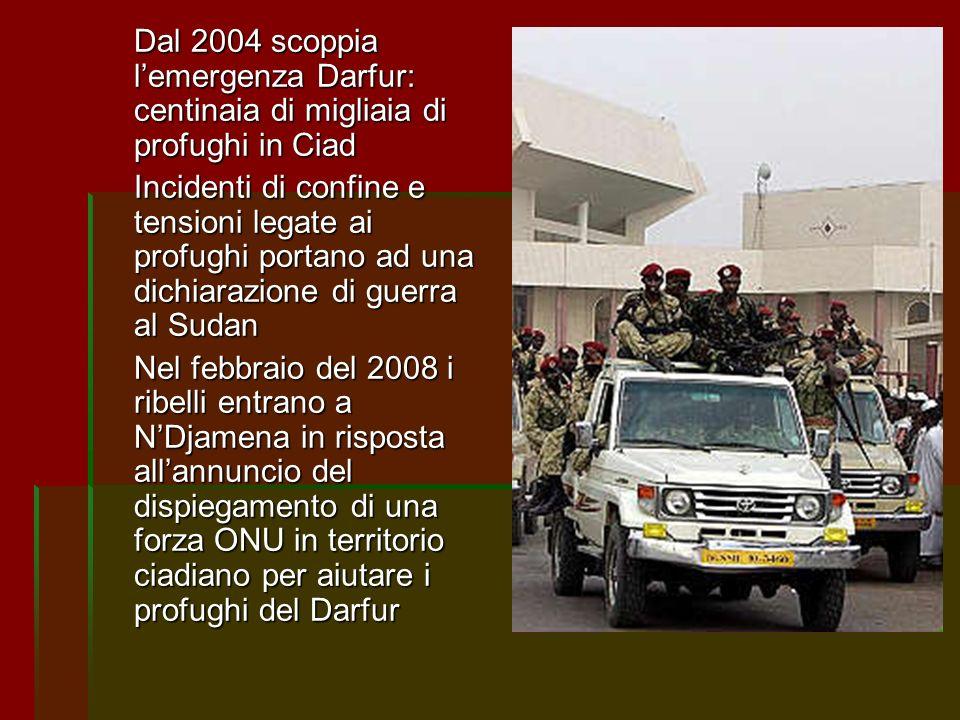 Dal 2004 scoppia l'emergenza Darfur: centinaia di migliaia di profughi in Ciad
