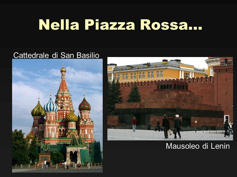 Nella Piazza Rossa… Cattedrale di San Basilio Mausoleo di Lenin