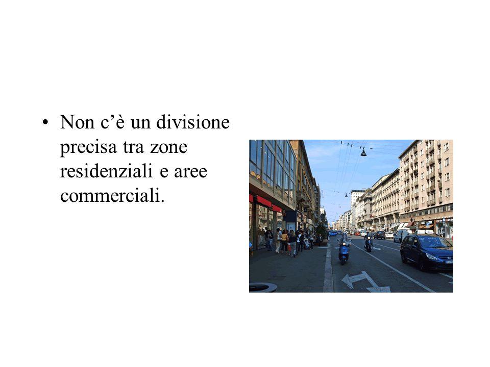 Non c'è un divisione precisa tra zone residenziali e aree commerciali.