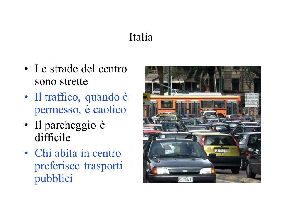 Italia Le strade del centro sono strette. Il traffico, quando è permesso, è caotico. Il parcheggio è difficile.