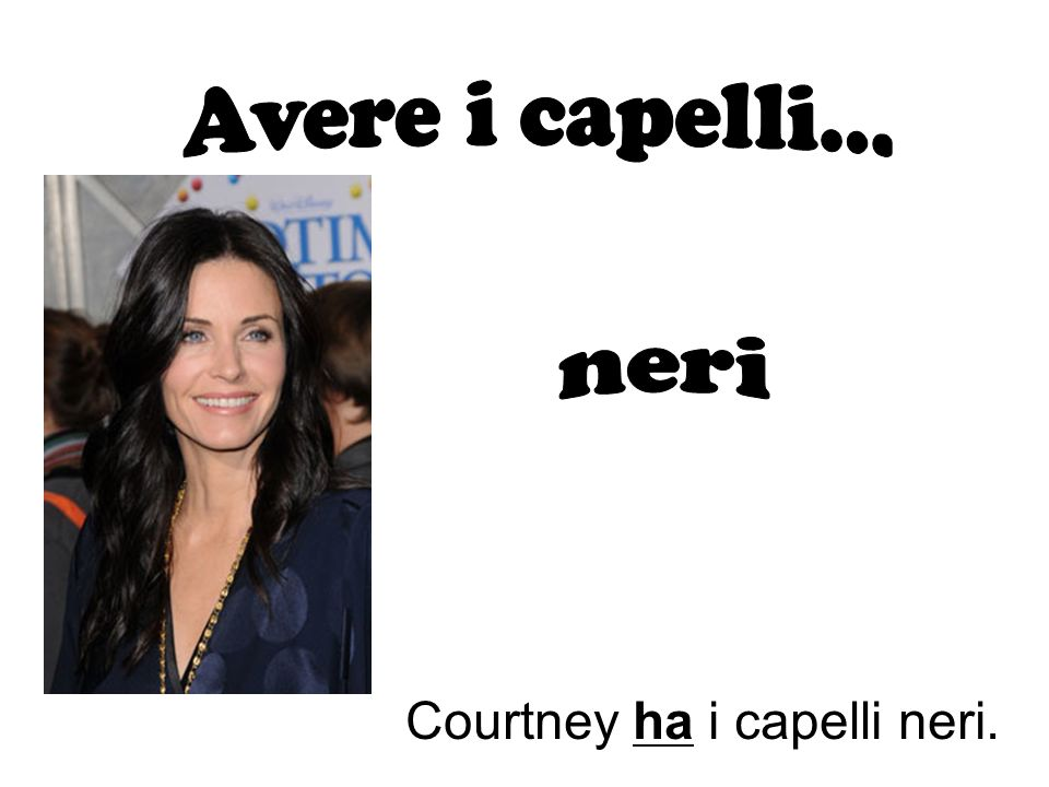 Courtney ha i capelli neri.