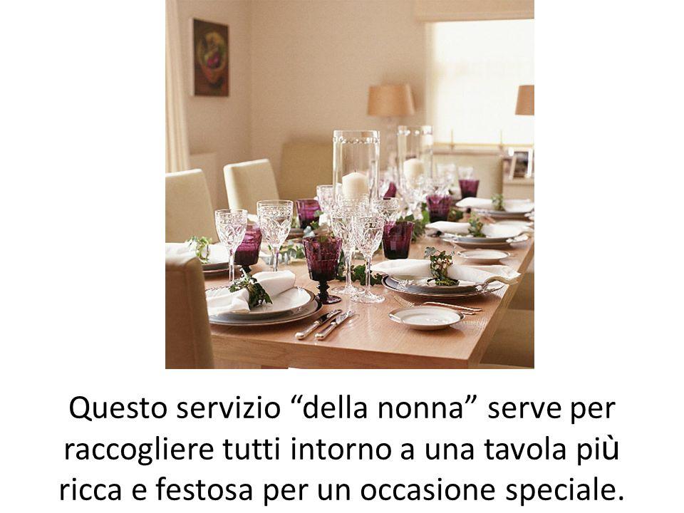 Questo servizio della nonna serve per raccogliere tutti intorno a una tavola più ricca e festosa per un occasione speciale.
