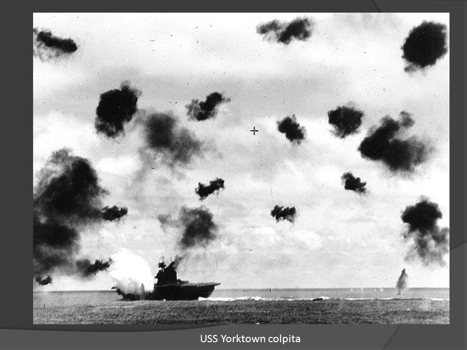 USS Yorktown colpita