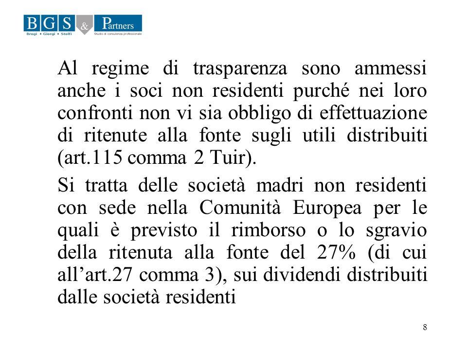 Al regime di trasparenza sono ammessi anche i soci non residenti purché nei loro confronti non vi sia obbligo di effettuazione di ritenute alla fonte sugli utili distribuiti (art.115 comma 2 Tuir).