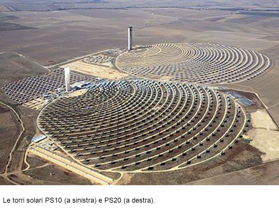 Le torri solari PS10 (a sinistra) e PS20 (a destra).